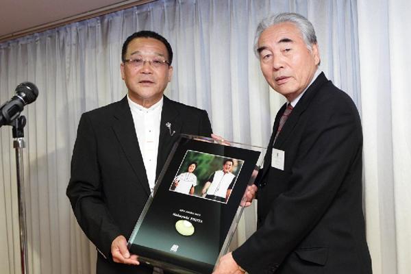 第5回 AJPS AWARD 2011 記念写真盾